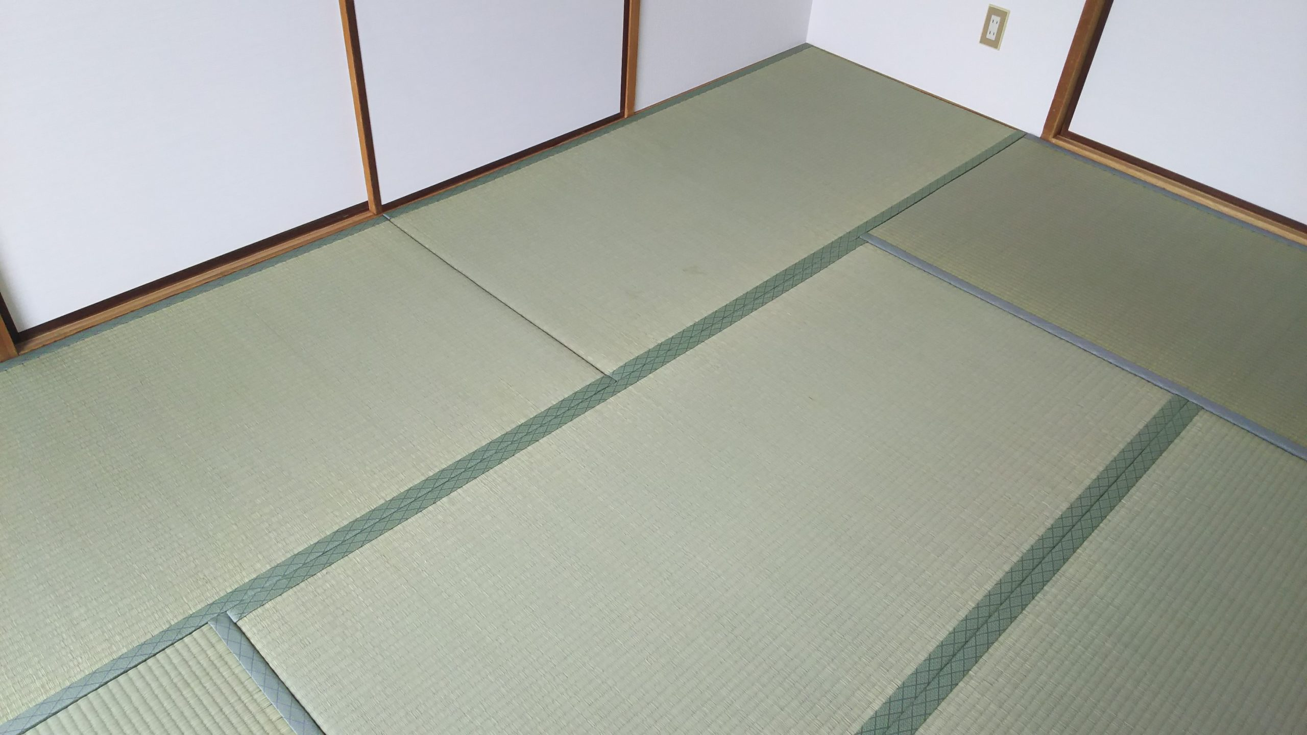 伊丹市のマンションの畳と襖を納品させていただきました。
